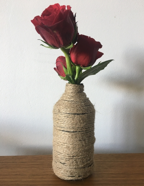 6. New upcycled rope vase ready to use!